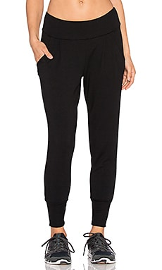 Beyond Yoga Cozy Fleece Long Freestyle Pant in Black