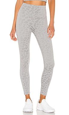 Leopard High Waisted Midi Legging Beyond Yoga $99 MÁS VENDIDO