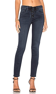 Lace Front Skinny en Swing Away