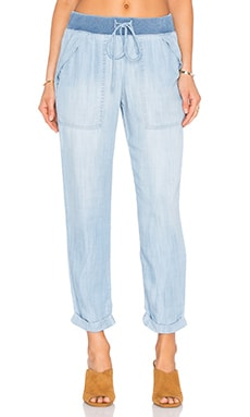 Bella Dahl Folded Pocket Pant in Bay Wash