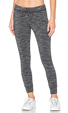 Skinny Sweatpant en Space Dye Black