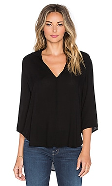 Bella Dahl V Neck Popover Top in Black