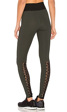 Fit Mesh Buckle Legging