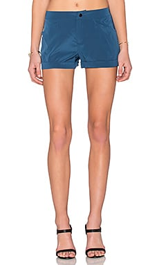Flat Front Trouser Short en Washed Indigo