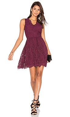 BLACK Lace Crochet Overlay Fit & Flare Sleeveless Dress en Bordeaux