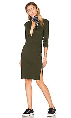 Long Sleeve Button Front Dress en Mistletoe