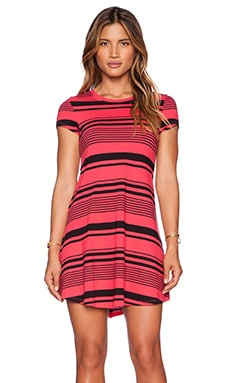 Bobi Runway Stripe Short Sleeve Dress in Black & Light Raspberry