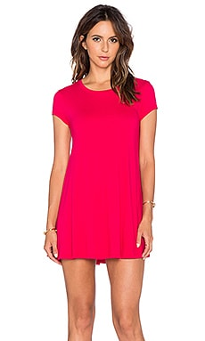 Bobi Light Weight Jersey Shift Dress in Strawberry