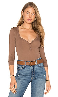 Light Weight Jersey 3/4 Sleeve Henley Top in Biscuit