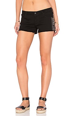 Black Orchid Lola Cut Off Short en Lone Star