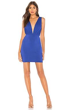 Фото - Платье с глубоким v-образным вырезом jade - by the way. цвет королевский синий