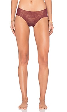 Commando Weightless Lace Hot Panty in Pinot