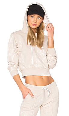 The Milan Cropped Pullover Hoodie en Sand Dust