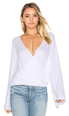 Bell Sleeve Surplice Top en Blanc