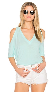 Cold Shoulder Oversized Dolman Tee en Agua