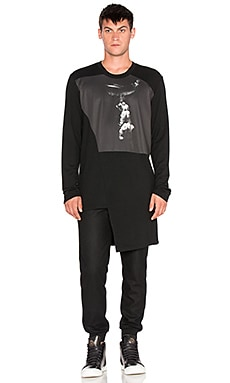 D. Gnak Printed Asymmetric Long Tee in Black