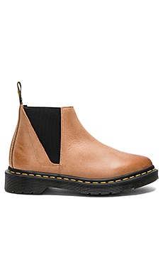 Bianca Low Shaft Chelsea Boot en Marrón