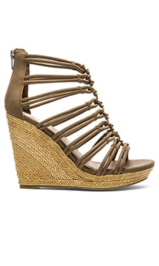 Dolce Vita Tulsa Wedge in Taupe