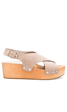 Melina Sandal in Almond
