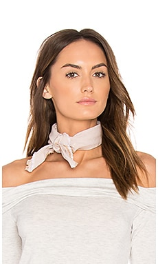 DONNI Frayed Bandana en Sand Chambray