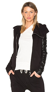 Leather Sleeve Mountain Hoodie in Schwarz