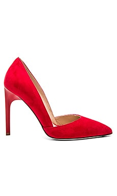 Myriam Heel in Red