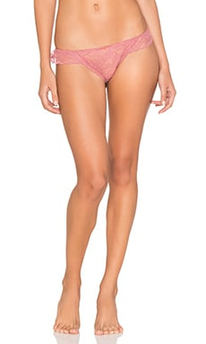 Marissa Ruffle Thong en Canyon Rose