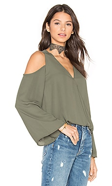Cut Out Shoulder Top en Kale