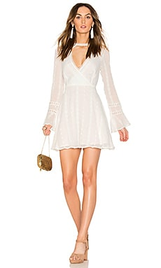 Flared Lace Dress with Bell Sleeves en Blanc