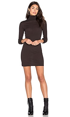 Cashmere Long Sleeve Turtleneck Dress en Marrón Oscuro