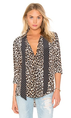 Kate Moss for Equipment Slim Signature Cheetah Print Tie Neck Blouse em Natural