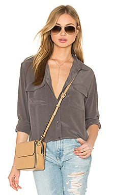 Signature Silk Button Up en Smokey Quartz