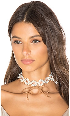 Daisy Wrap Choker in White