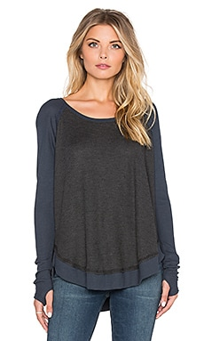 Feel the Piece Sabel Top in Charcoal & Baltic