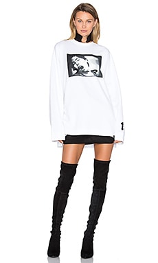 Long Sleeve Graphic Crew Neck Tee in White