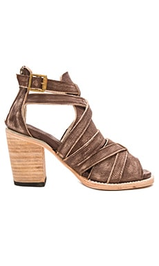 Claw Heel in Brown Distressed