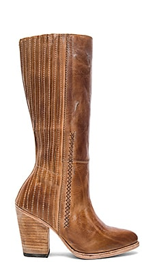 Knife Boot in Cognac