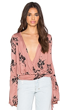 Free People Fiona Top en Dusty Coral Combo