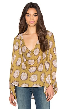 Free People Cowling Around Top en Imprimé Jaune Paille