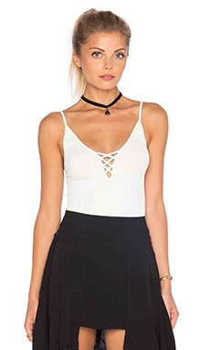 CAMISETA TIRANTES CRISS CROSS