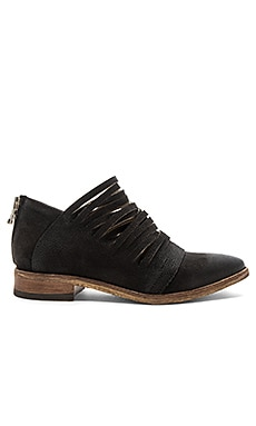 Lost Valley Ankle Boot in Washed Black