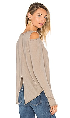 Evie Long Sleeve Top en Camel