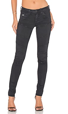 5620 Custom Mid Rise Skinny in Black