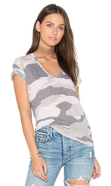 Oversized Camo V Neck Tee en rose pâle