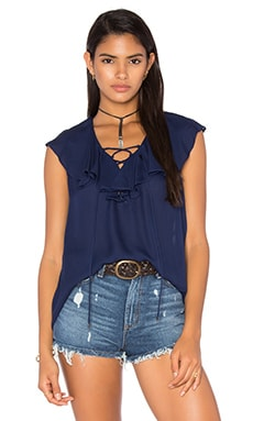 Lace Up Front Ruffle Blouse en Midnight
