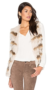 Sullivan Rabbit & Asiatic Raccoon Fur Vest en Amande