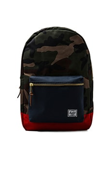 Sac à dos Settlement en Woodland Camo/Navy/Red