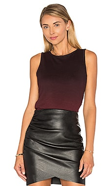 Ombre Shirred Side Tank en Burgundy Ombre
