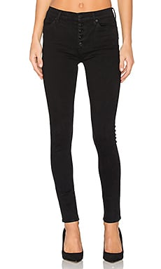 Ciara High Rise Exposed Button en Noir