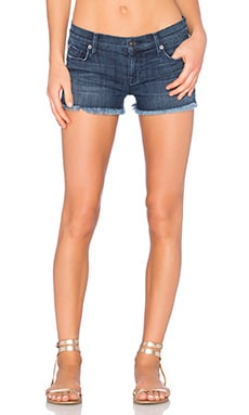 Amber Unfinished Hem Short en Blue Crest